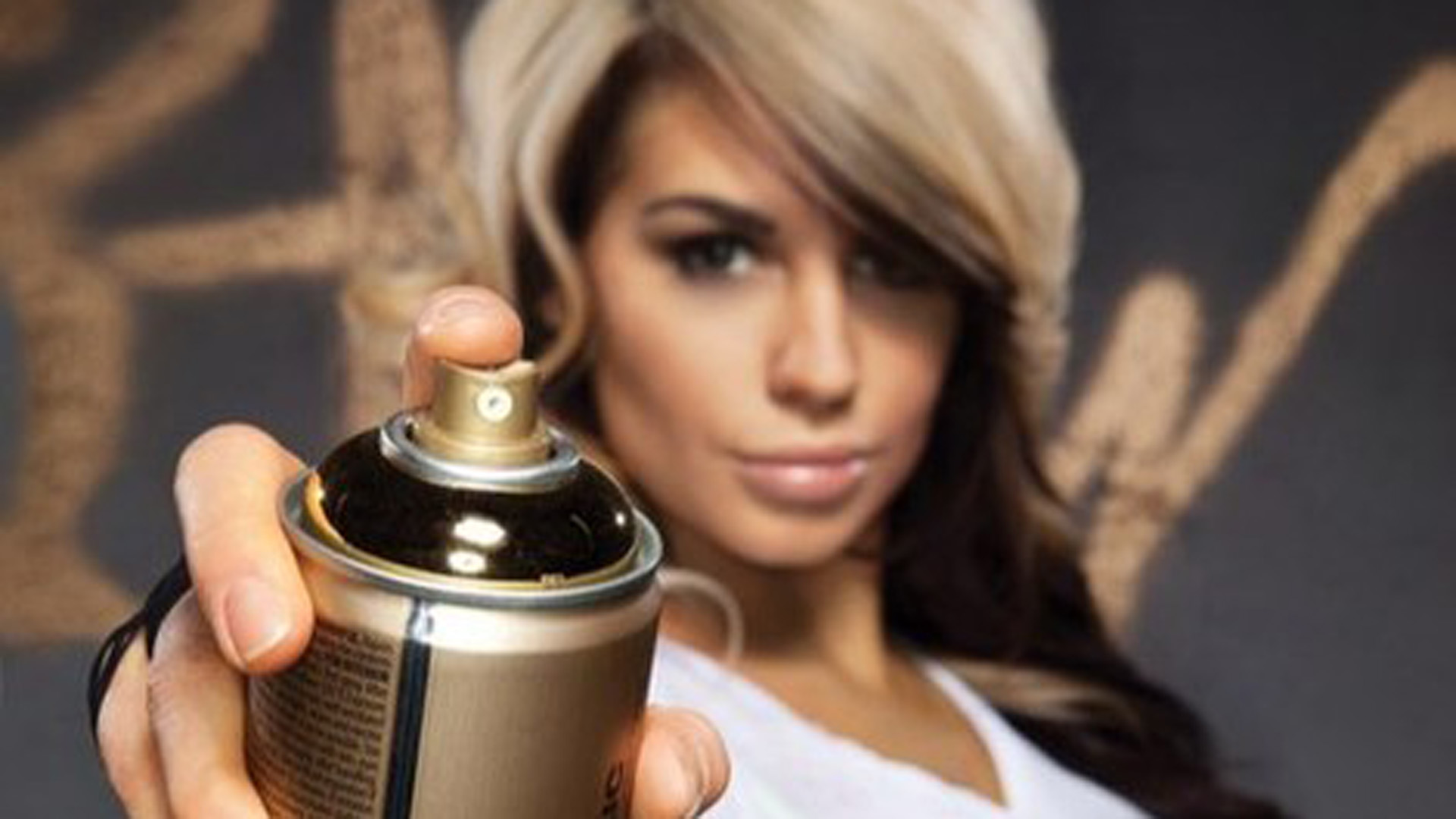 WWE Diva Kaitlyn and Montana Gold Acrylic Professional Spray Paint